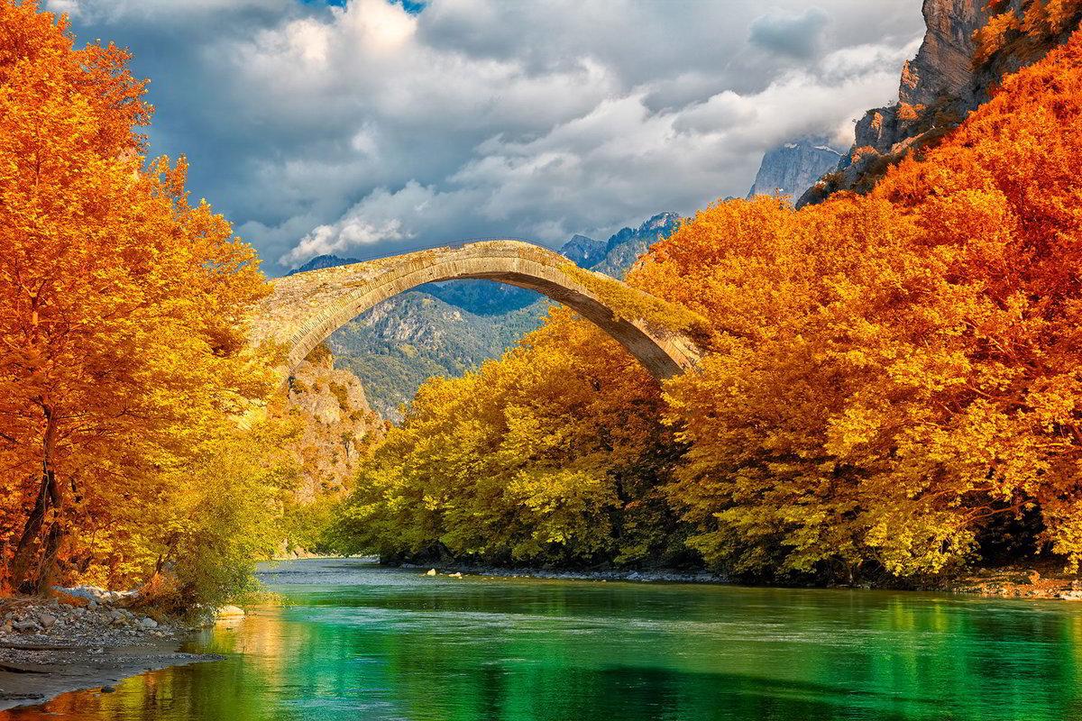 Мост в Конице и река Аоос. Греция.