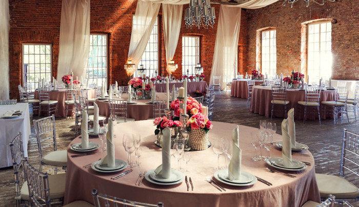 Как создать стильное украшение зала на свадьбу в лофте?