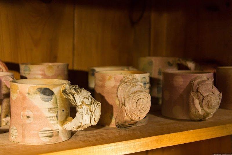 """""""Пусть дома будет красивее и уютнее!""""    Гуляя по Таллину легко найти керамическую мастерскую, посмотреть как рождается чашечка и блюдечко, а также приобрести понравившуюся вещь.    К сожалению в России даже купить, а не только посмотреть на процесс значительно…"""