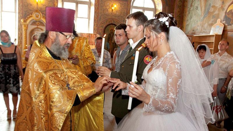 Поиск свадебного платья для венчания