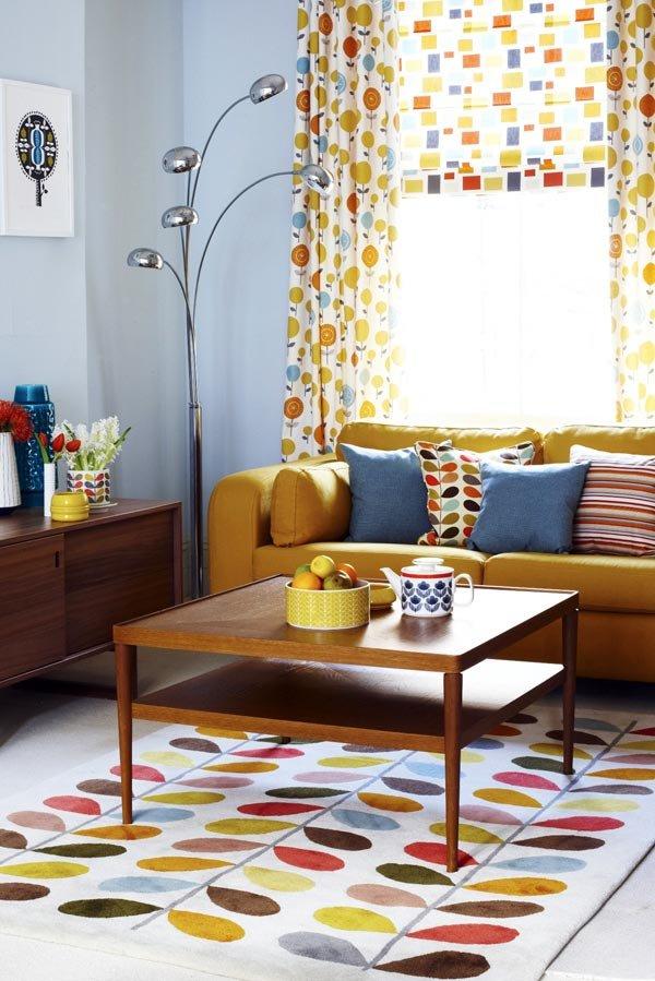 Дизайн интерьера гостиной с обилием принтов (фото Joanna Henderson)