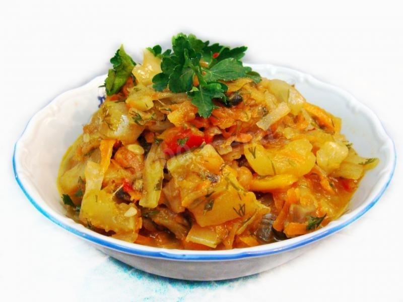 овощное рагу с кабачками и мясом и капустой