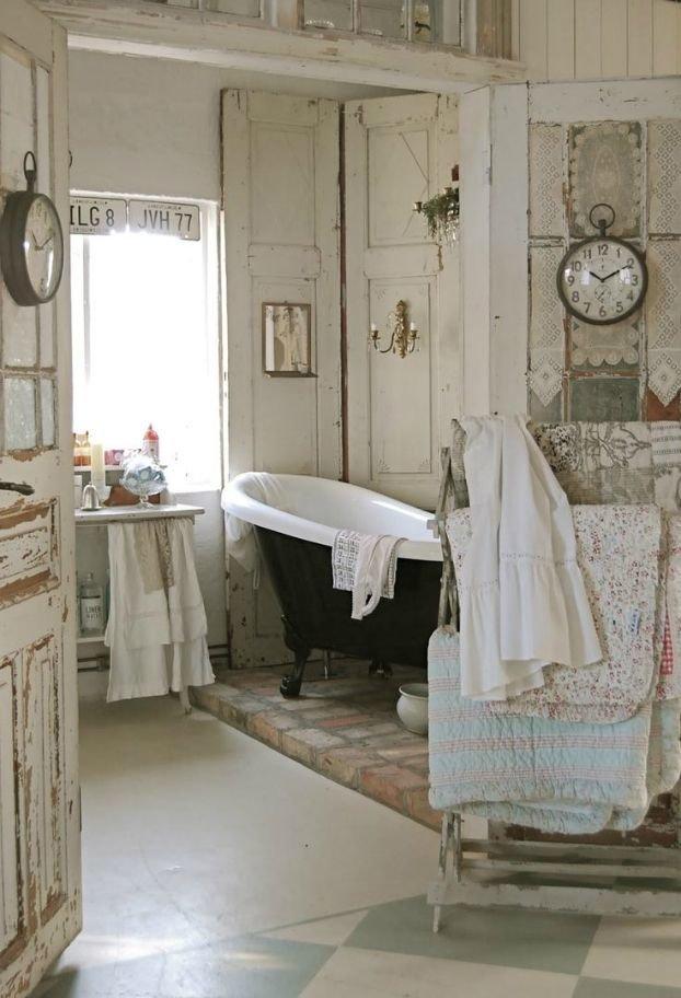 Потёртый шик в ванной комнате - это мило и актульно для стиля шебби шик