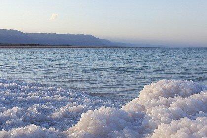 Мертвое море это уникальный феномен природы, который помогает людям оздоровляться и обрести долгие годы жизни. Мертвое море находится в Израиле и Иордании. Отдых, подробная информация, фото и видео.