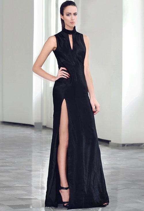 Классическое черное платье с разрезом