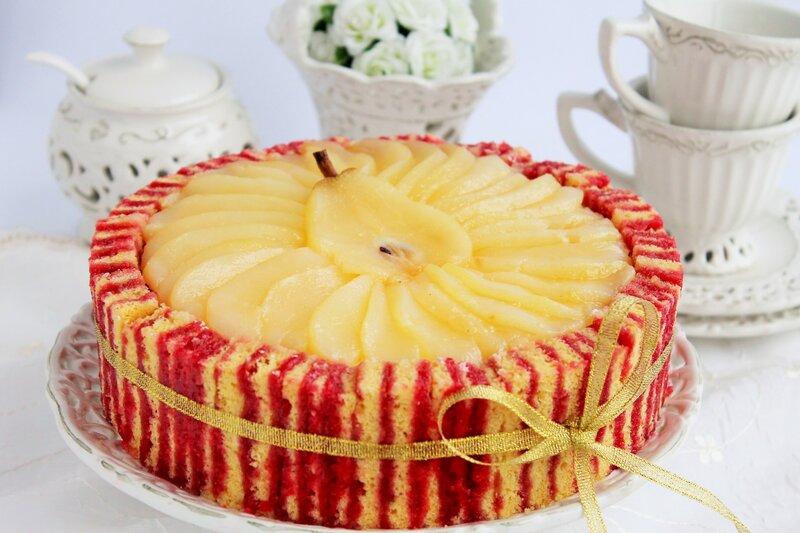 Грушевый торт с полосатым малиновым бисквитом и нежнейшим клубничным муссом