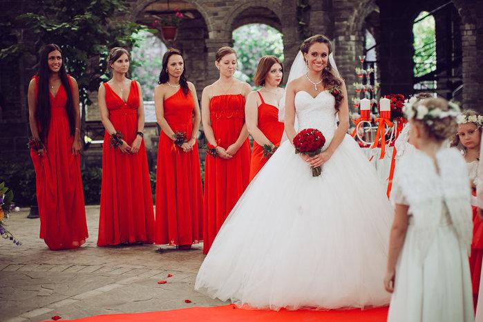 Свадьба в бело красном цвете