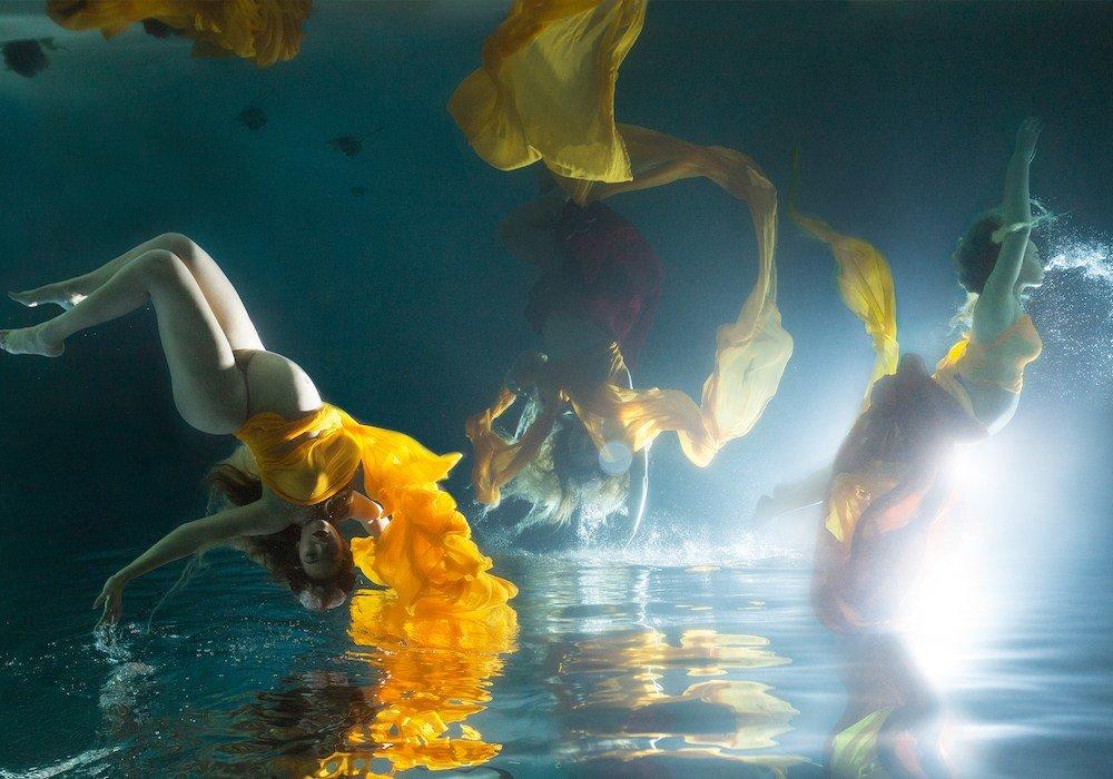 фото танец под водой расслабилась принялась свою
