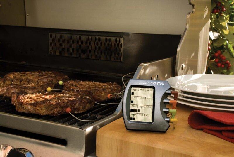 Один умный гаджет поможет проконтролировать температуру готовки сразу нескольких кусков мяса.