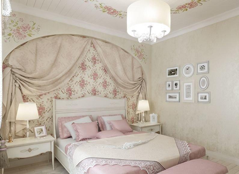 Спальня с цветочным розовым принтом в декоре