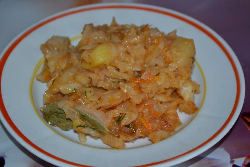 Простой рецепт тушёного картофеля с капустой