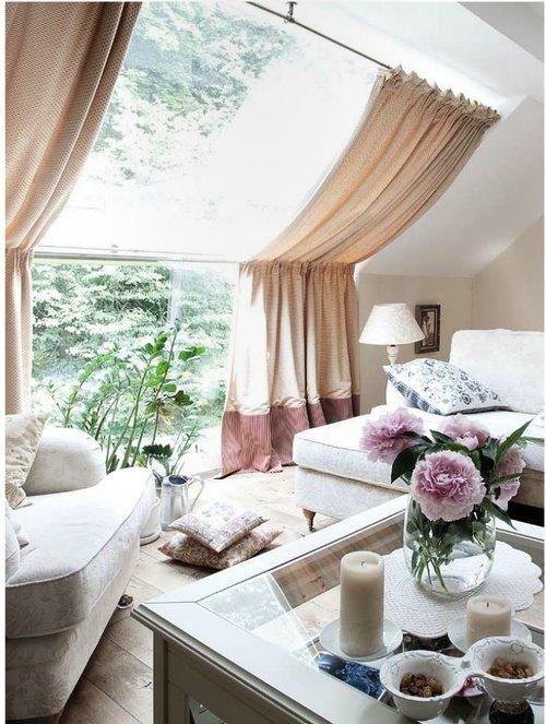 Карниз для мансардных окон – основные разновидности, что следует учитывать при этом. Какие шторы можно использовать на мансарде. Основные разновидности оформления окон нестандартной конфигурации – шторы плиссе, жалюзи, рулонные шторы.