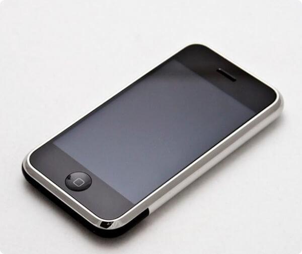Телефон iPhone 1