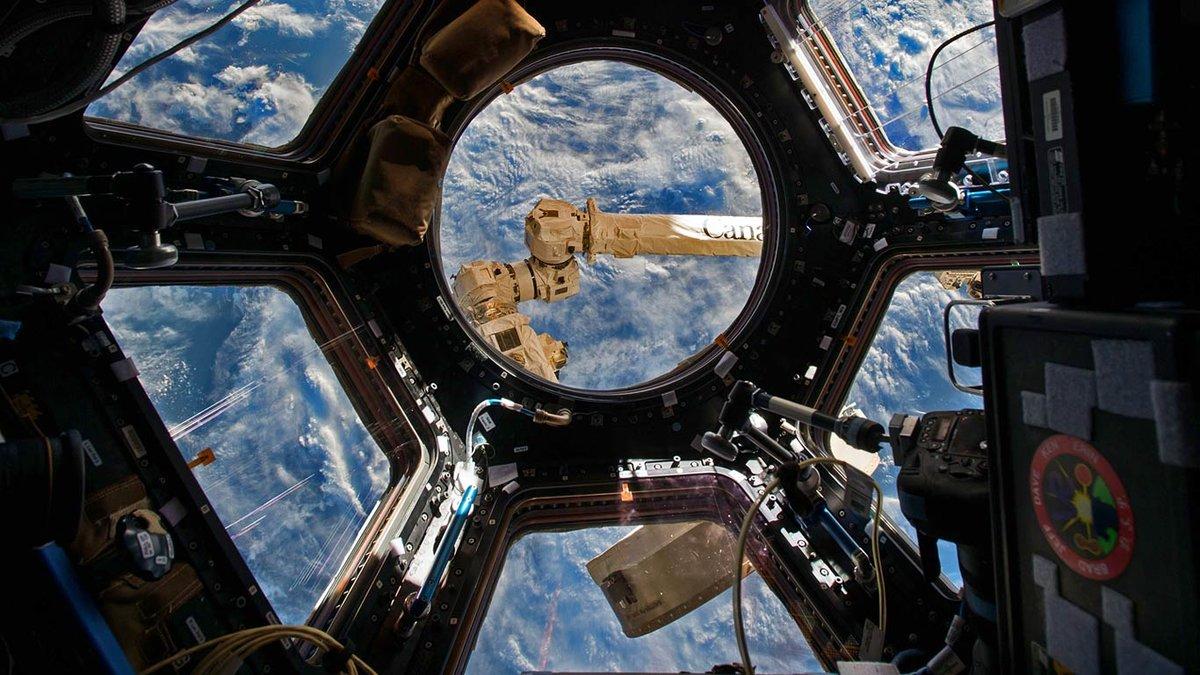 Иллюминатор космического корабля картинки
