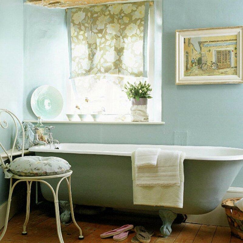 Простой, но уютный интерьер ванной в стиле прованс.