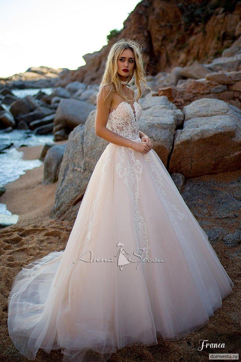 Свадебные платья вырез сердце