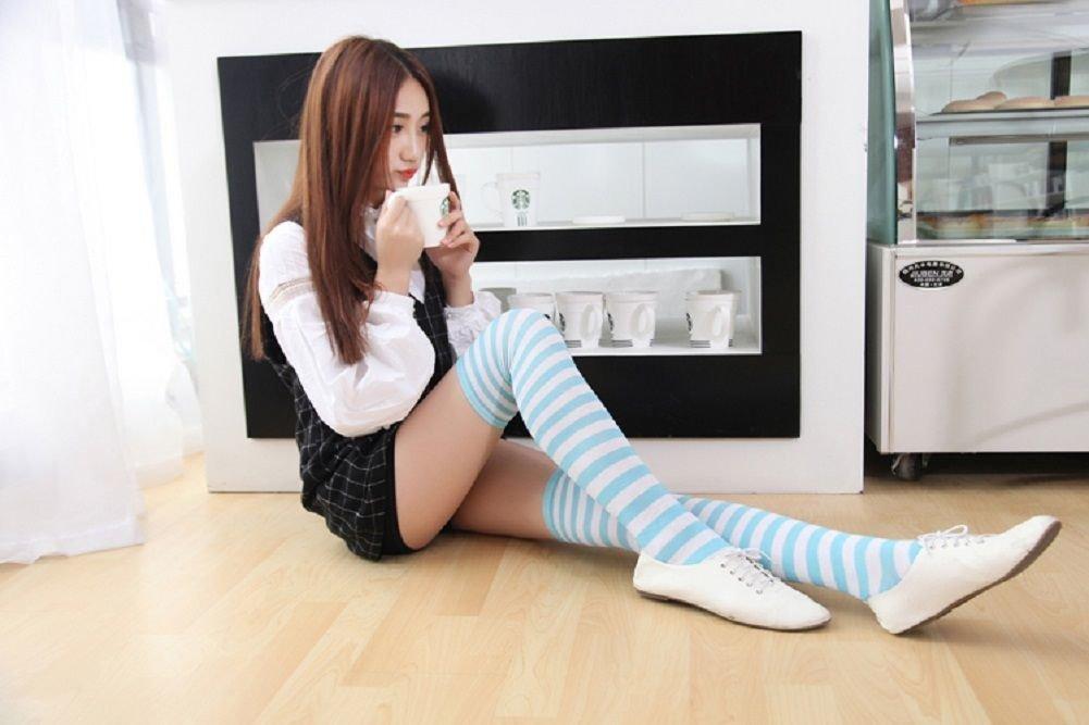 японка в белых носках