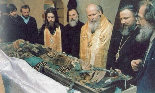 Обретение мощей патриарха Тихона в Донском монастыре.