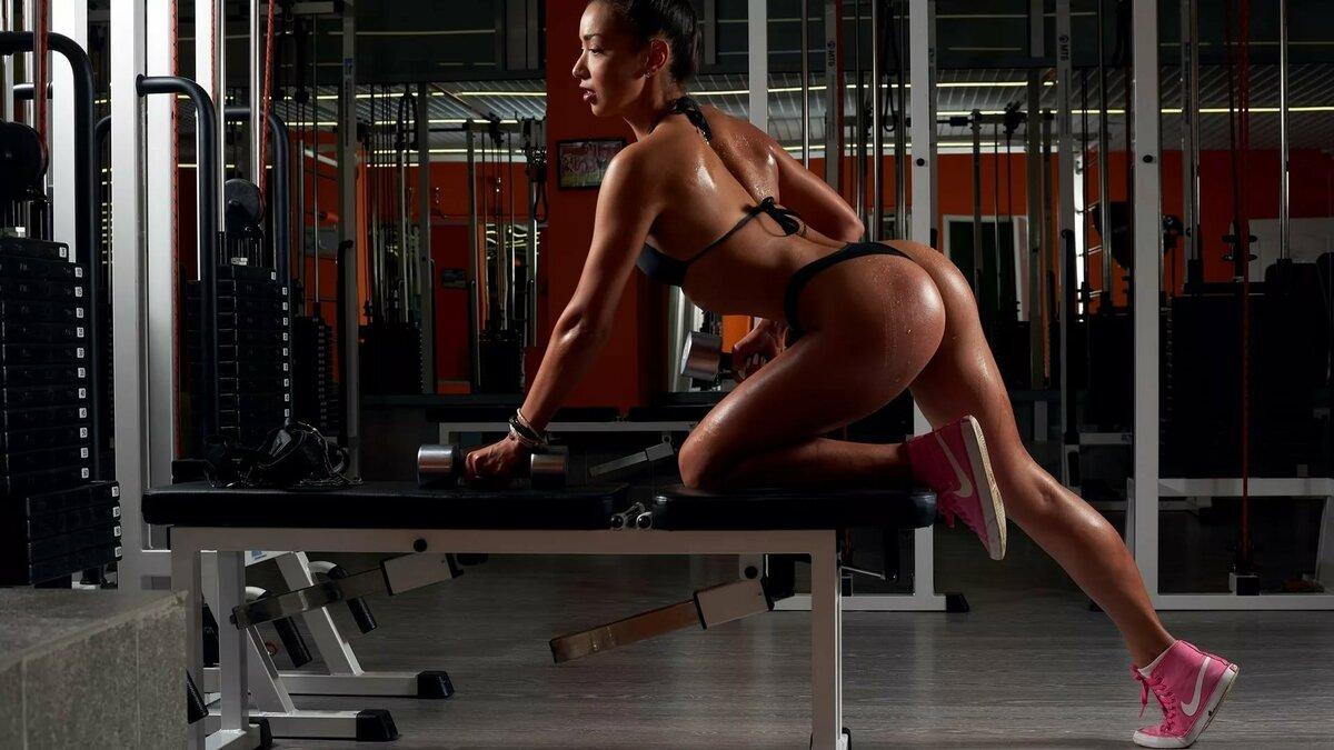 gym-female-nude