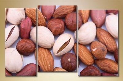 Питание при диабете - разрешенные и запрещенные продукты, рецепты блюд и меню на неделю http://Yo.vrybalke.ru/Fx/ Питание при диабете 1 и 2 типа - что нельзя есть и сбалансированная диета для снижения сахара в крови Правильное питание при диабете должно соблюдаться ежедневно, иначе здоровье ухудшится. Узнайте, какова диета для диабетиков, какие продукты разрешено и запрещено употреблять     необходимо принимать пищу 5-6 раз в течение дня небольшими порциями;   соотношение белков, жиров, углеводов (БЖУ) должно быть сбалансированным;   объем получаемых калорий должен равняться энергозатратам диабетика;   пища должна быть богата витаминами, поэтому в рацион нужно дополнительно вводить натуральные витаминоносители: БАДы, пивные дрожжи, отвар шиповника и другие.    Специальное меню для диабетиков разрабатывается на любой стадии болезни, но рекомендации по питанию могут различаться. Особенно важна диета для больных диабетом 1 типа, ведь у них высока вероятность комы при декомпенсации и даже летального исхода. Диабетикам 2 типа специальное питание прописывают, как правило, для коррекции веса и для стабильного течения заболевания. Основы диетического рациона на любой стадии болезни: