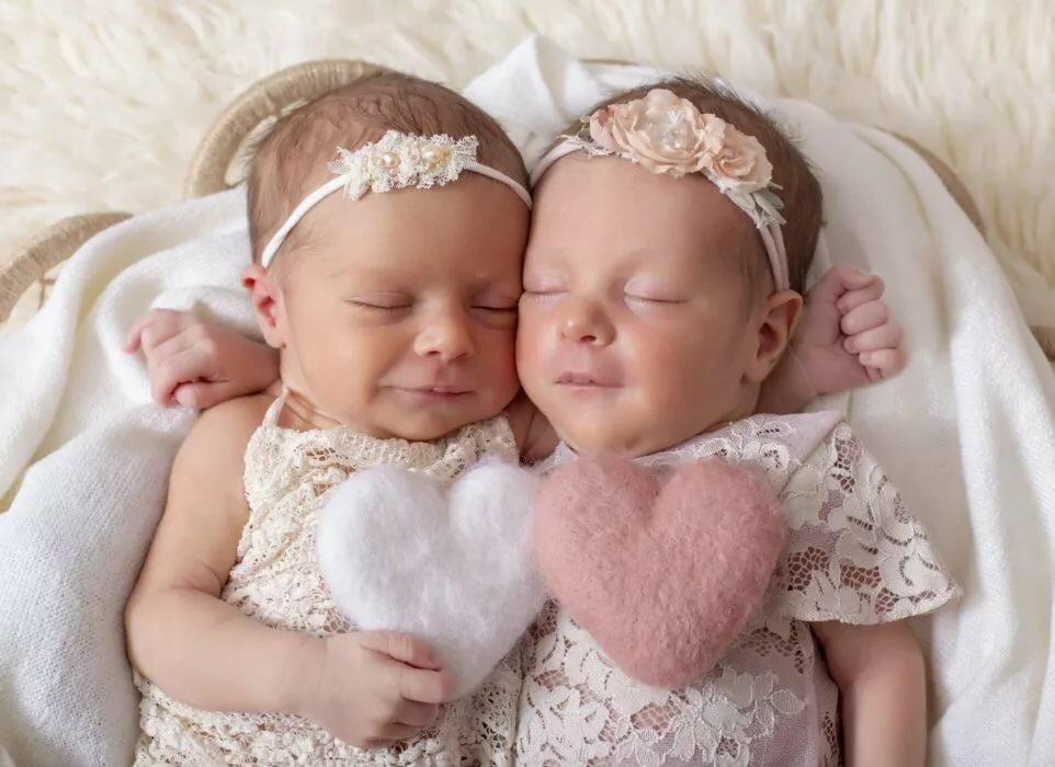 Двойняшки дети картинки только