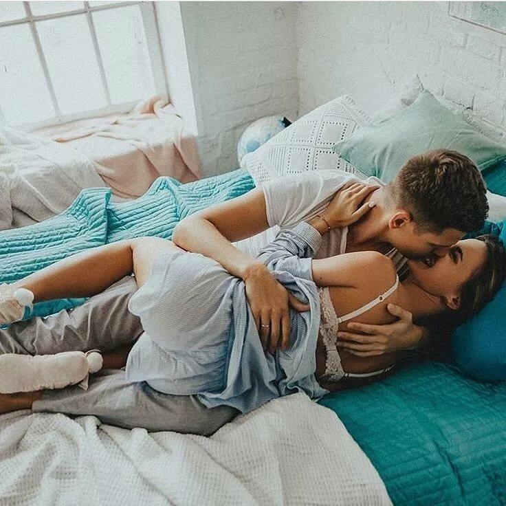 Картинка пара кровать
