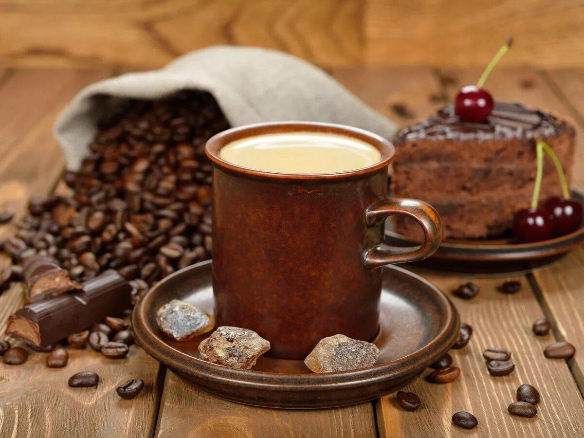 Шоколадка и чай в открытке, мотоциклистов надписями днем
