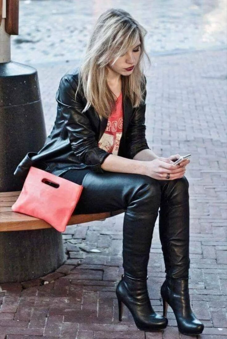 blonde-girl-in-leather