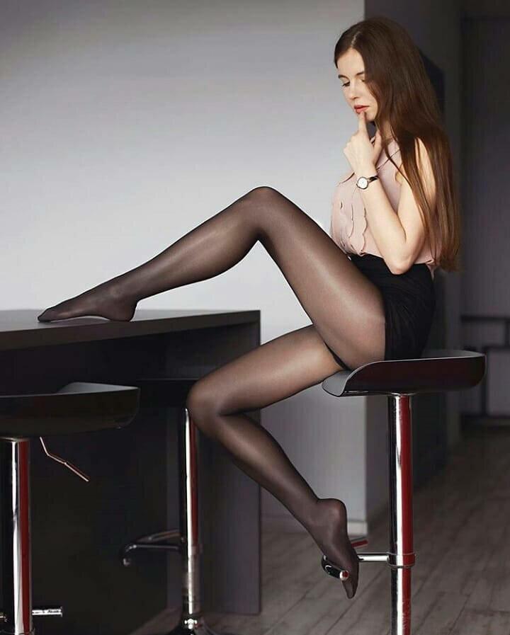 фото ножки девушек в нейлоне одной