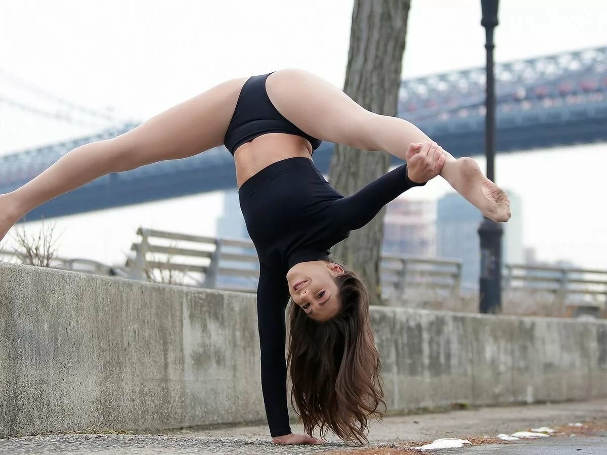 картинки гимнастки на шпагат осуждать