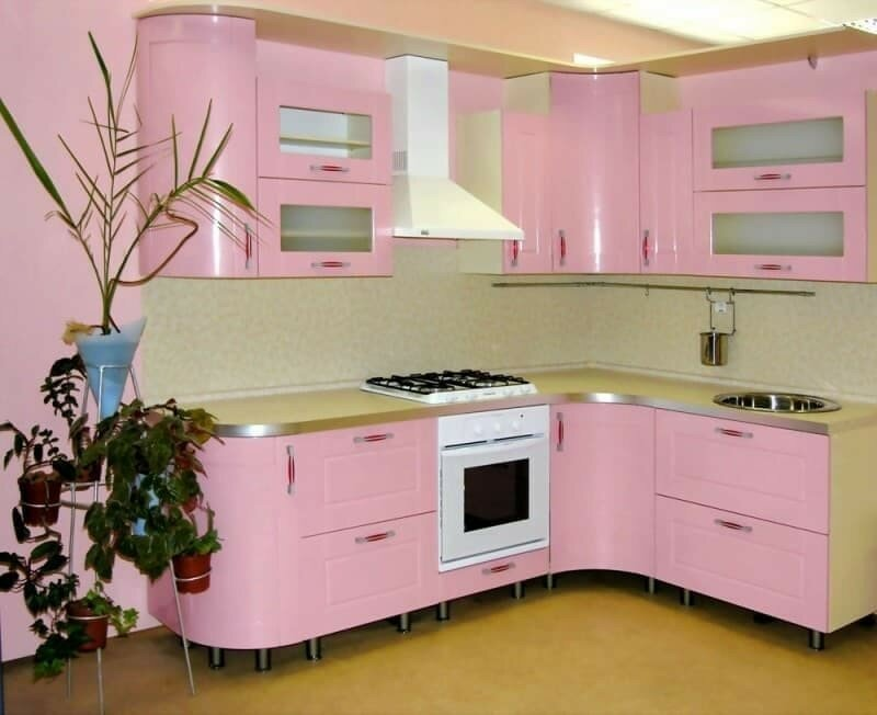 кухонный гарнитур розовый фото квадрат