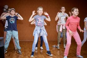 Учим новый танец для флэшмоба. Летний лагерь 2019