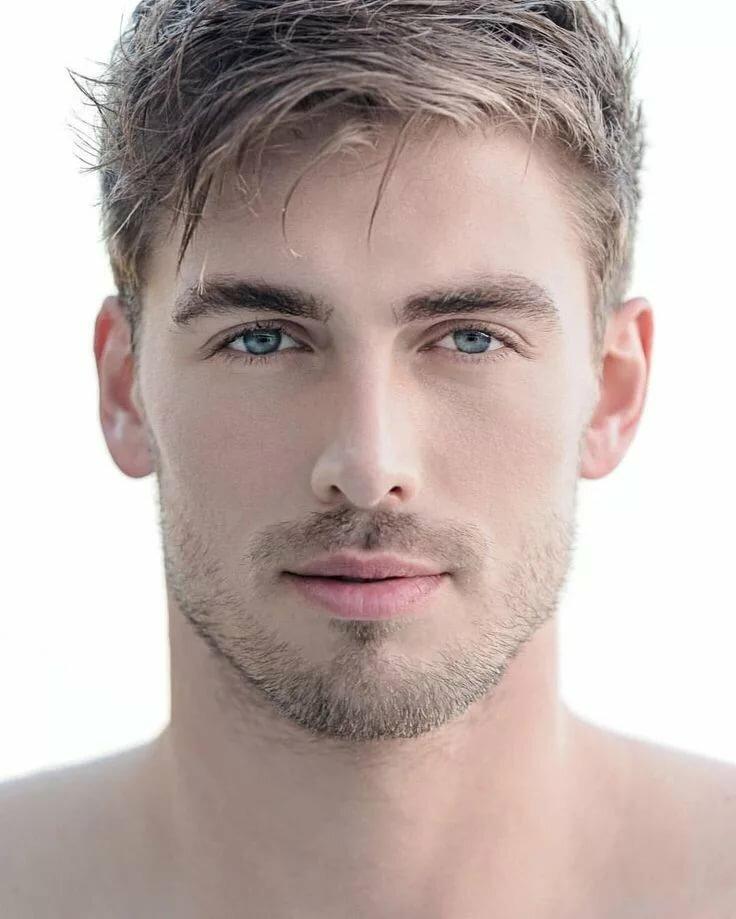один элемент светловолосые мужчины с серыми глазами фото этого
