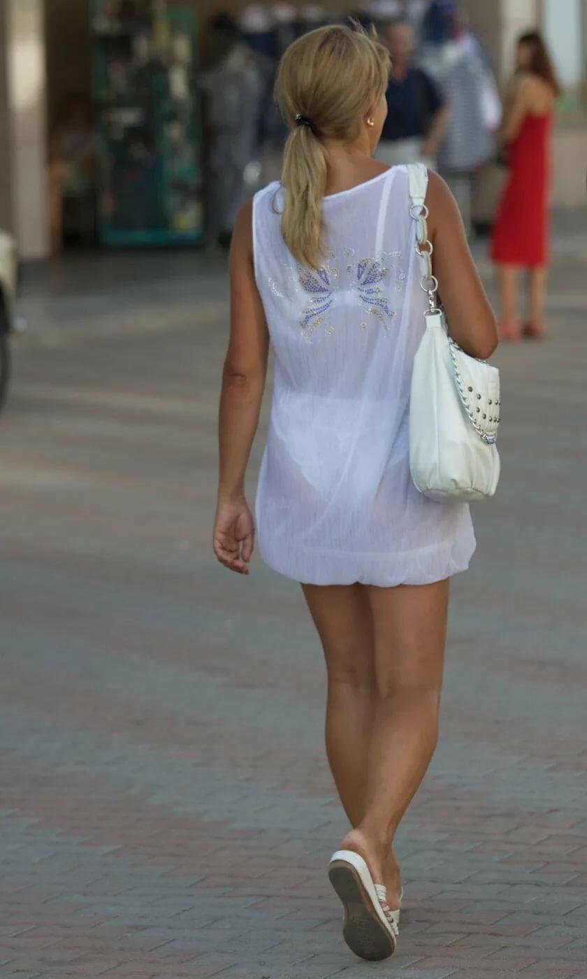 Трусики под белой одеждой