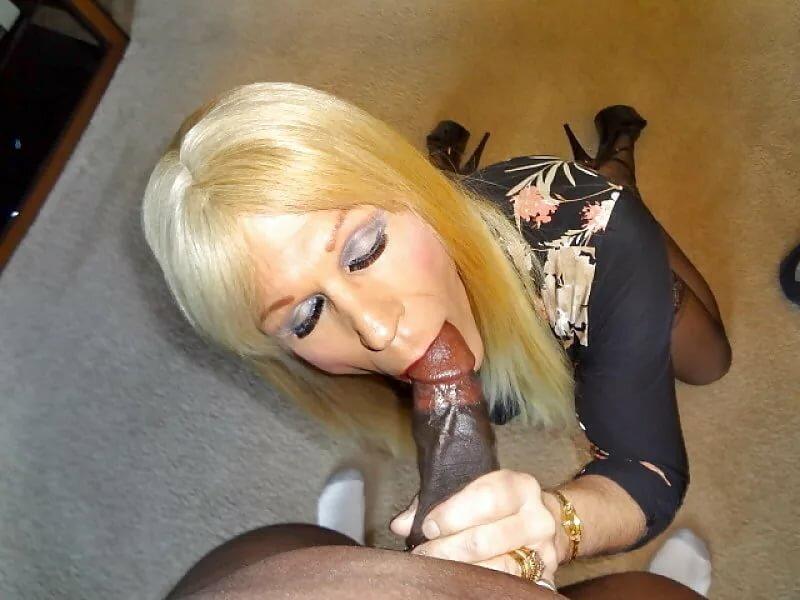 Crossdresser and sucking cock