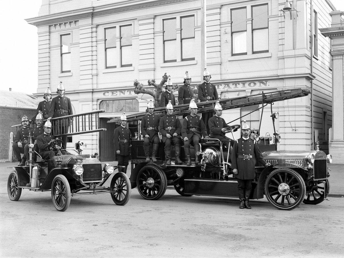 планета картинка старинных пожарных машин постепенно
