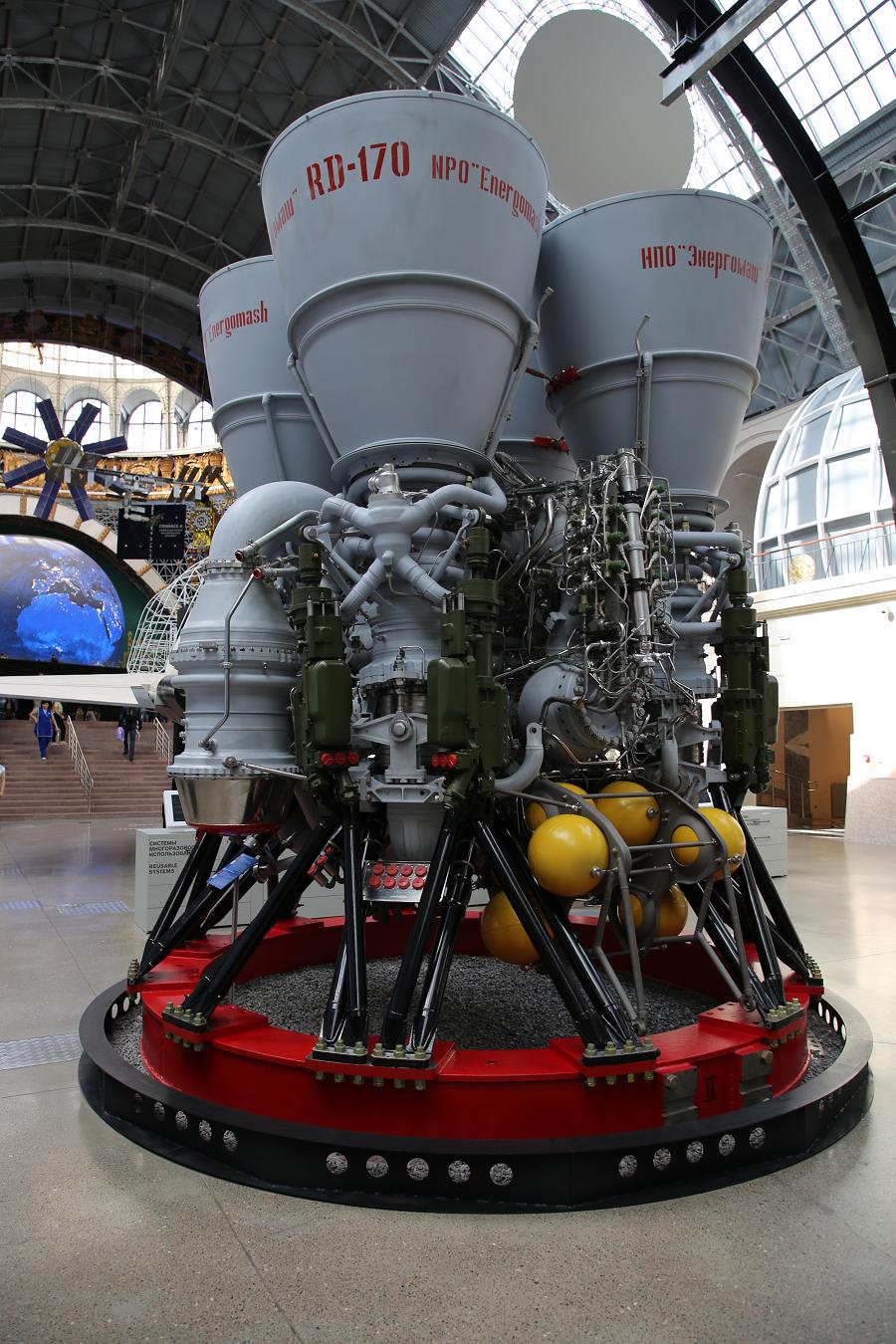 largest rocket engine - HD900×1350
