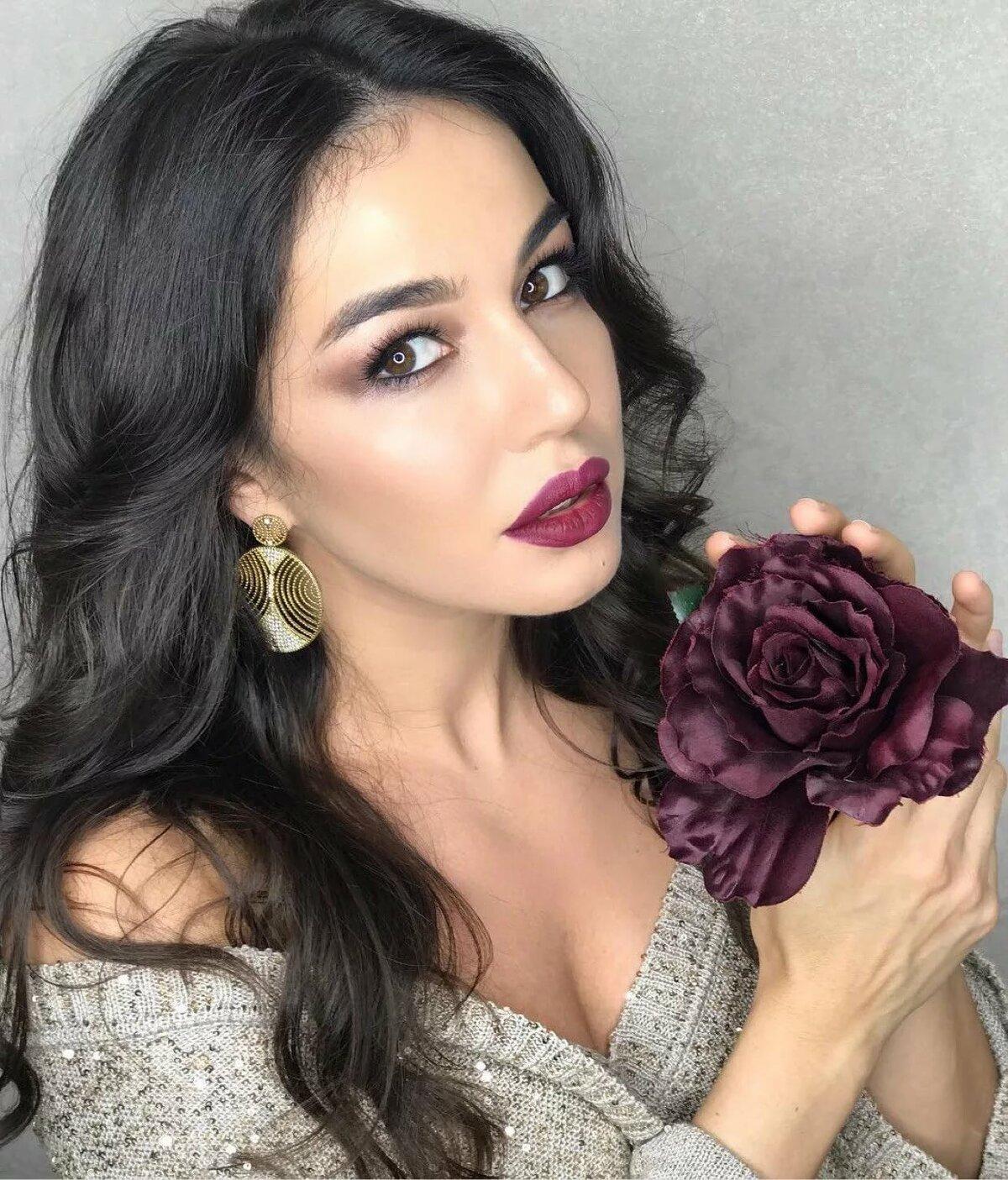 сети есть фото самых красивых армяночек мира легенде здесь стояла