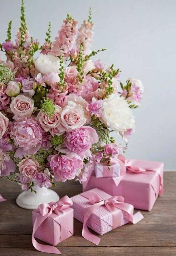 Картинка шикарные цветы с днем рождения