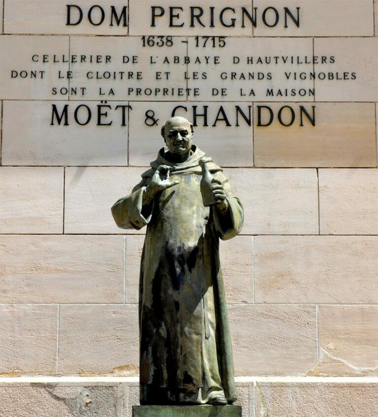 Памятник Пьеру Периньону в городе Эперне (Шампань)