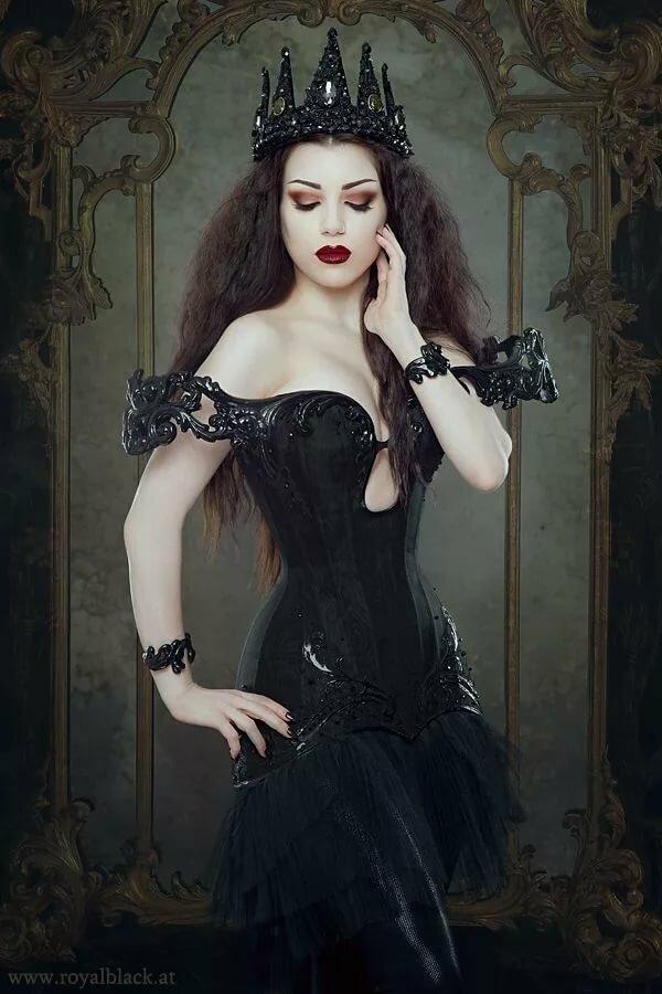мне картинка черная королева них нет ничего