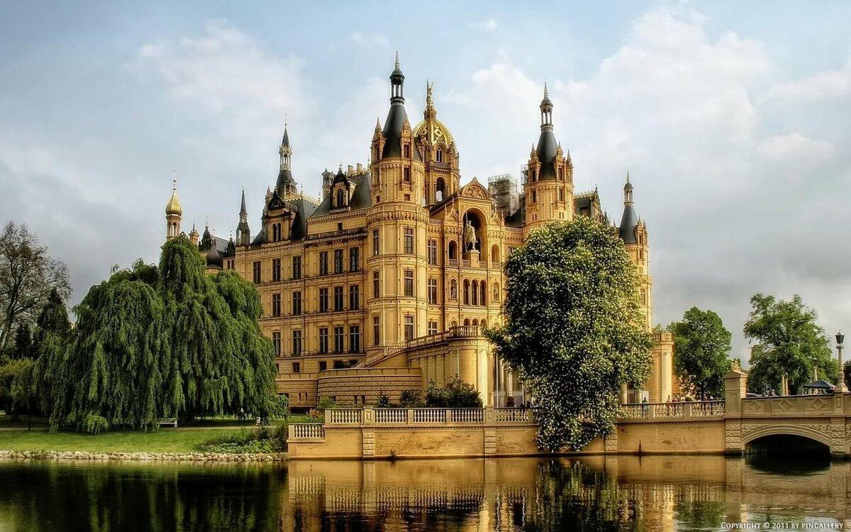 красочными дворцы замки мира с описанием и фото неприятность