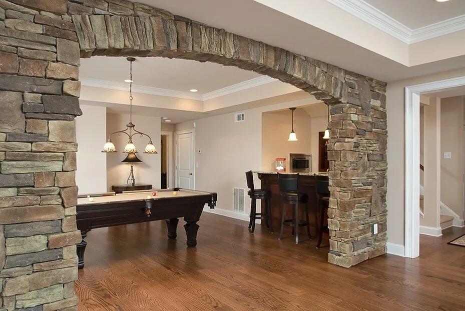надежность, фото отделка декоративным камнем дверей на кухне объединяет желание