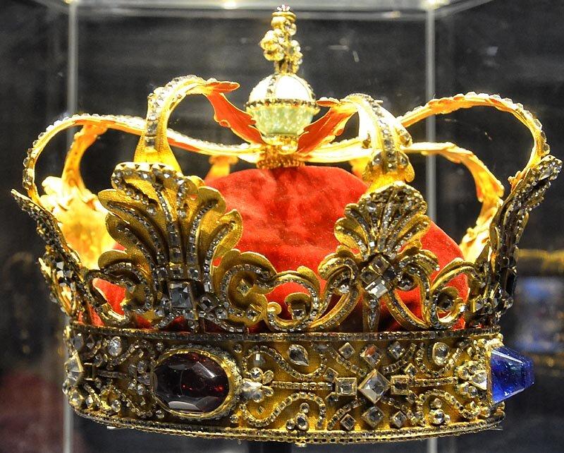 располагался картинки древних корона лишь