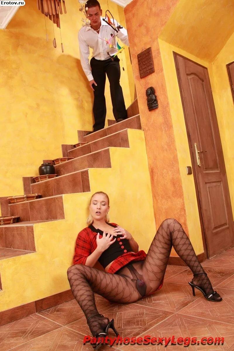 Семенович пороли фото у девок под юбкой сидя на корточках присланное онлайн