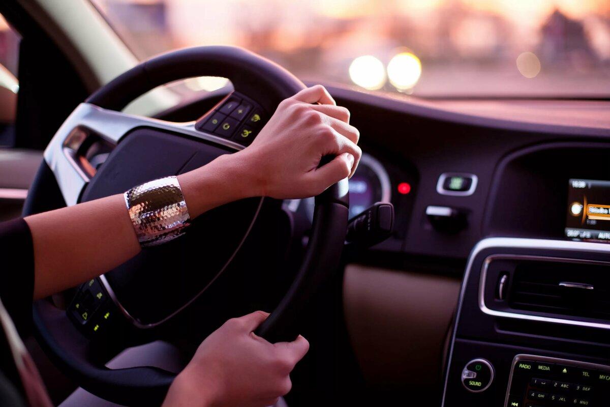 Картинки девушка на машине за рулем, прикольные бухгалтеру прикольные
