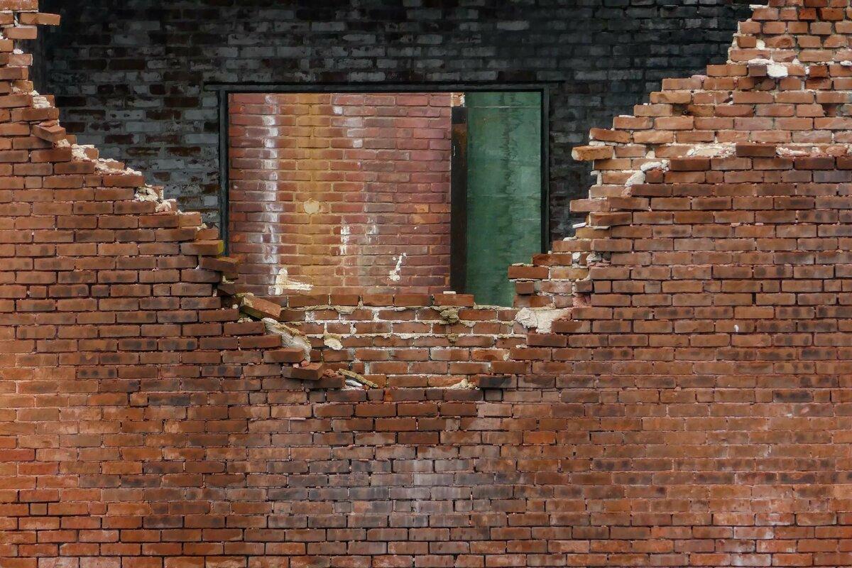 Разрушенная кирпичная стена картинки