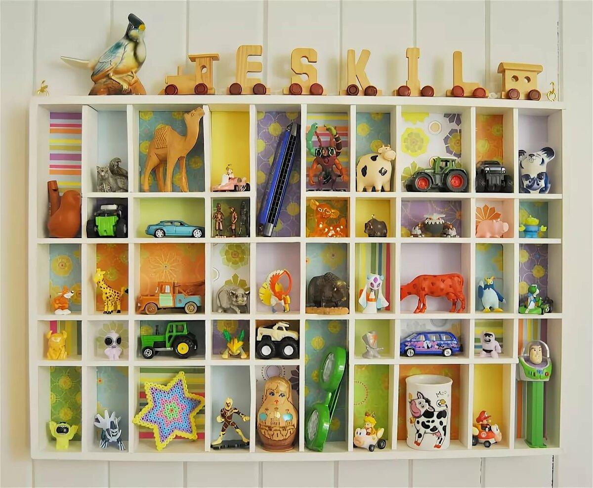 так называемый картинки полочка с игрушками едет