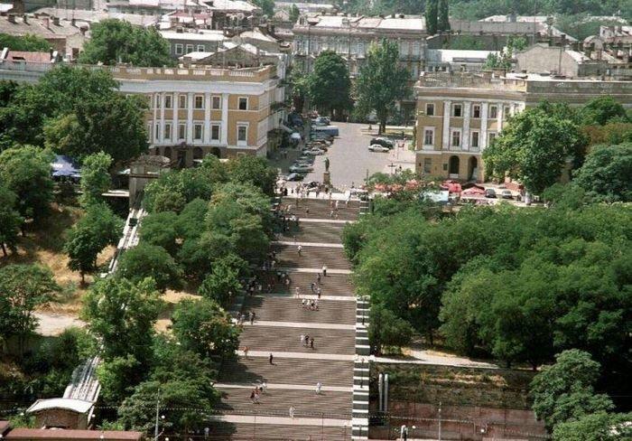 Потемкинская лестница в парке.