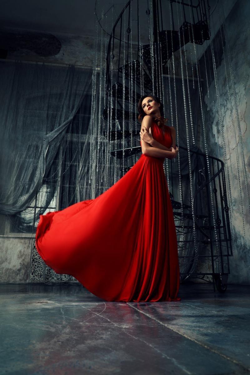 студийная фотосъемка в красном платье гейл